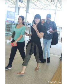 Airport Diaries: Rashmika Mandanna spotted in a chirpy mood and is all smiles for the paps Kirik Party, Telugu Hero, Airport Look, Kannada Movies, Western Wear For Women, Marvel Films, All Smiles, Power Girl, Beautiful Indian Actress