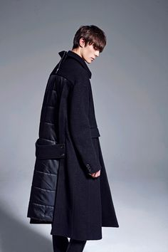 South Korean designer Byungmun Seo once again takes his unconventional construction signature usage and injects it into his Fall/Winter 2016 collection at Pitti Uomo 89.