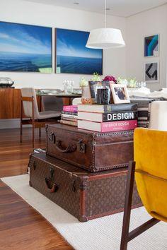 Você já viu o apartamento com móveis de colecionador da Andrea Asdourian? Se você gosta de móveis importante e garimpados, tem que clicar para conhecer. É lindo e muito especial: http://www.casadevalentina.com.br/…/open-house-andrea-asdo…/