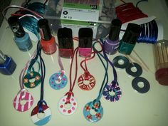 Moederdagcadeau van carrosserieringen en nagellak Projects For Kids, Diy For Kids, Crafts For Kids, Arts And Crafts, Diy Crafts, Cadeau Parents, Vacation Bible School, Mother And Father, Summer Crafts