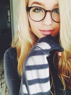 ((Fc jacy Jordan)) jacy: Hey I'm I'm a single Pringle. I'm a bit shy but pretty funny when u get to know me. New Glasses, Girls With Glasses, Big Glasses Frames, Girl Glasses, Glasses For Round Faces, Makeup With Glasses, Womens Glasses Frames, Specs Frames Women, Blonde With Glasses
