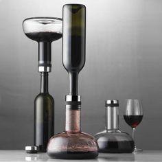 The Menu Winebreather carafe deluxe by Norm Architects is the perfect way to aerate your wine, adding more oxygen in just 2 minutes. Serve from the bottle or the stylish carafe. Best Wine Decanter, Wine Carafe, Wine Gadgets, Kitchen Gadgets, Pouring Wine, Wine Down, Wine Storage, Wine Gifts, Decoration