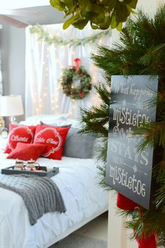 (Visited 1 times, 1 visits today)Comments comments Romantic Master Bedroom, Master Bedroom Design, Christmas Interiors, Christmas Bedroom, Under The Mistletoe, Christmas Is Coming, Christmas Eve, Building Design, Headboard Ideas