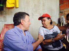 Santos con Ana Mercedes. Esta señora se hizo famosa por un vídeo en el que aparece apoyando al presidente.