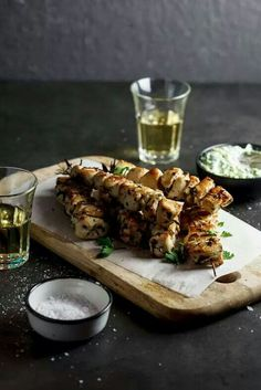 You Have Meals Poisoning More Normally Than You're Thinking That Lemony, Garlicky Chicken Souvlaki On Rosemary Skewers With Creamy Zucchini Tzatziki Is An Easy Healthy Dinner Recipe For Your Family. Easy Healthy Dinners, Healthy Dinner Recipes, Summer Recipes, Healthy Food, Healthy Eating, Zucchini, Chicken Souvlaki, Souvlaki Pork, Breast Recipe