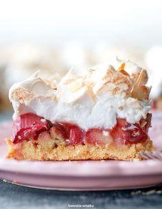 Shortbread cake bars with rhubarb, raspberry jam and meringue Bakery Recipes, Pie Recipes, Sweet Recipes, Dessert Recipes, Cooking Recipes, Lemon Cheesecake Recipes, Rhubarb Recipes, Just Desserts, Delicious Desserts