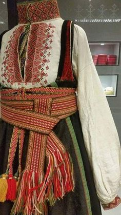 Gammel øst Costumes Around The World, Palestinian Embroidery, Tribal Dress, Wedding Costumes, Going Out Of Business, Russian Fashion, Everyday Dresses, Folk Costume, Festival Wear