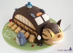Catbu s-Totoro bitrhday cake for twins. Orange with chocolate cake, including head. Paws are like a cakepop, chocolate with chocolate.Catcakes - Repostería Creativa