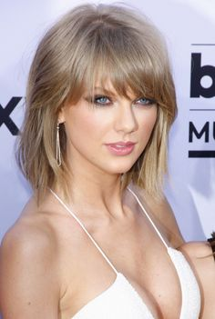 Taylor Swift poses with short hair and straight bangs at the 2015 Billboard Music Awards. Photo: Tinseltown / Shutterstock.com