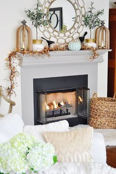 Beautiful farmhouse mantel and fireplace fall decor for the Autumn season!How to Decorate an Amazing Fall Mantel