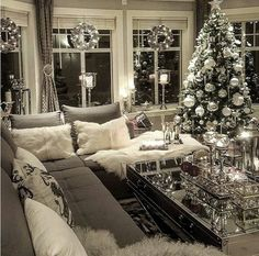 Give your Christmas home the elegant touch. Here are Elegant Christmas Home Decor ideas. These Christmas decors are simple, DIY Decors which you can do. Christmas Living Rooms, Christmas Interiors, Christmas Room, Cozy Christmas, Christmas Lights, White Christmas, Xmas, Christmas Trees, Christmas Mantles