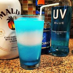 Super Ideas For Party Drinks Alcohol Blue Tipsy Bartender Uv Blue Drinks, Fancy Drinks, Bar Drinks, Summer Drinks, Cocktail Drinks, Blue Cocktails, Winter Drinks, Classic Cocktails, Craft Cocktails