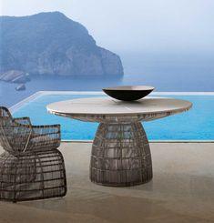 Table: CRINOLINE – Collection: B&B Italia Outdoor – Design: Patricia Urquiola