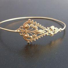 Ein aus Messing gefertigtes Mittelstück mit filigranen Muster wurde in ein elegantes Armband mit Messing Reif verwandelt.    Ich kann alle gold Mes...