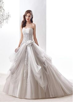 Glamorous Tulle Strapless Neckline Ball Gown Wedding Dresses With Beaded Lace Appliques