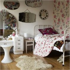 Old fashioned bedroom on pinterest vintage bedrooms for Bedroom ideas for older teenage girls