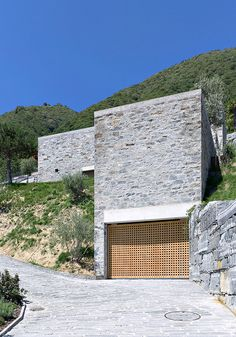Beautiful Contemporary Home Design with Stone Wall: Amazing Brione Home Exterior With Stone Wall Decor And Green Landscaping Design Ideas Fi...