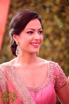 Indian Bridal Hairstyles Ideas | Bridal Makeup Photos | WedMeGood