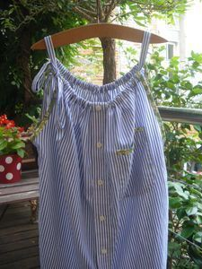 men's dress shirt upcycled into summer chemise. Great refashion, not in English Shirt Refashion, Diy Shirt, Diy Clothing, Sewing Clothes, Diy Kleidung, Diy Vetement, Creation Couture, Couture Sewing, Diy Fashion