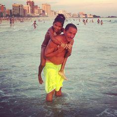 """""""je t'adore, mon papa!"""", Praia do Leblon — 2012"""