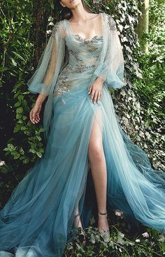 Evermore Fashion — Marchesa Spring 2020 Ready-to-Wear Collection Stunning Dresses, Beautiful Gowns, Elegant Dresses, Beautiful Outfits, Pretty Outfits, Pretty Dresses, Fantasy Gowns, Dream Dress, Ball Gowns