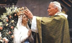 John Paul II crowning the Virgin Mary Catholic Prayers, Catholic Art, Catholic Saints, Roman Catholic, Paul 2, Pope John Paul Ii, Blessed Mother Mary, Blessed Virgin Mary, Papa Juan Pablo Ii