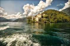 Como Lake, Italia or Narnia? Places Around The World, The Places Youll Go, Great Places, Places To See, Beautiful Places, Around The Worlds, Dream Vacations, Vacation Spots, Comer See