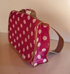 Tuto cartable maternelle ^_^ Diy Bags Purses, Diy Purse, Diy Sac, Diy And Crafts Sewing, Couture Sewing, Sewing Accessories, Textiles, Kids Bags, Craft Tutorials