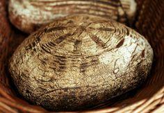 Vinohradský pšeničný kváskový chléb Sourdough Bread, Bread Baking, Eating Well, Bread Recipes, Homemade, Cooking, Food, Drink, Breads