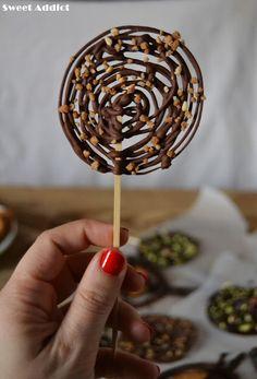 Piruletas de chocolate: http://www.sweetaddict.es/2015/12/piruletas-de-chocolate.html