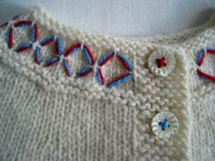 simple embroidery//thread on the buttons Embroidery Designs, Simple Embroidery, Ribbon Embroidery, Embroidery Stitches, Yarn Projects, Knitting Projects, Crochet Projects, Knitting For Kids, Baby Knitting