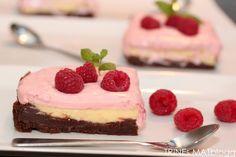 Hummingbird's brownie cheese cake with raspberry cream Cake Recipes, Dessert Recipes, Sweet Bakery, Cheesecake Brownies, Recipe Boards, No Bake Desserts, Eat Cake, Raspberry, Desert Recipes