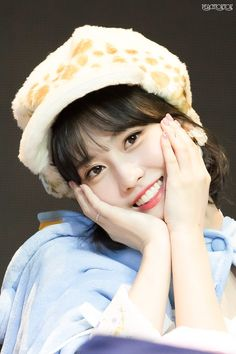 Nayeon, South Korean Girls, Korean Girl Groups, Twice Momo Wallpaper, Rapper, Pop Photos, Hirai Momo, Dahyun, Famous Girls