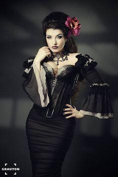 Model: La Esmeralda Photo: GrautonStudio Welcome to Gothic and Amazing | www.gothicandamazing.org