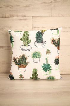 N'ayez crainte, ce moelleux coussin ne vous piquera pas !  Don't worry, this soft pillow will not prick you! Coussin Nouveau-Mexique - White and green print pillow www.1861.ca