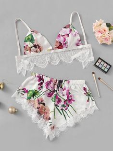 Purchase Eyelash Lace Trim Floral Lingerie Set on-line. SheIn affords a floral lingerie set with eyelash lace trim and extra to satisfy your trend wants. Lingerie Xxl, Lingerie Bonita, Jolie Lingerie, Lingerie Outfits, Pretty Lingerie, Lingerie Sleepwear, Women Lingerie, Lingerie Sets, Lingerie Models