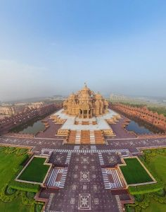 Akshardham Temple, New Delhi, India I don't usually pin photos that aren't how I remember a place, but this modern marvel doesn't allow you to take photos inside the temple complex.