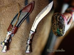 Toko Pisau Ku: Pisau Kukri  Blade Material : D2 Steel  Handle Material : Stag horn + Wood + Duralium,  Sheath Material : Genuine Leather   Blade Length : +/- 18 Cm  Handle Length : +/- 12 Cm   Overall Length : +/- 30 Cm, Thickness : +/- 3 Mm