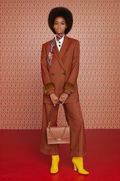 Fendi Fall 2019 Ready-to-Wear Fashion Show - Vogue Fashion Week, Winter Fashion, Fashion Trends, Vogue Fashion, Fashion Beauty, Black Women Fashion, Womens Fashion, Ladies Fashion, Business Dress