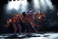 THE GENIUS PUPPETRY BEHIND WAR HORSE ON STAGE (Albert and Joey go for a run) PLAYhttp://amzn.to/8ZSmTs http://marilynwillison.blogspot.com/