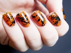 Classic Halloween colors orange and black look decidedly chic in a marbled design. // #nailart #halloween