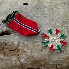Military Red Ribbon Brave Queen Red Green Badge Custom Jewelry with safety pin for clothing decoration