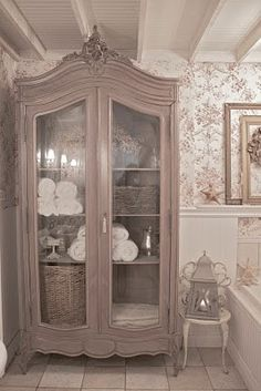FRENCH COUNTRY COTTAGE: Decorating