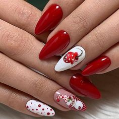 Here is a tutorial for an interesting Christmas nail art Silver glitter on a white background – a very elegant idea to welcome Christmas with style Decoration in a light garland for your Christmas nails Materials and tools needed: base… Continue Reading → Holiday Nail Art, Christmas Nail Art Designs, Winter Nail Art, Halloween Nail Art, Winter Nails, Summer Nails, Halloween Decorations, Cute Christmas Nails, Xmas Nails