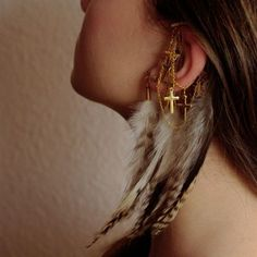 Ear cuff with natural feathers and 5 gold-plated c