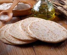 Piadina fatta in casa - Homemade Pizza Camembert Cheese, Dairy, Pizza, Bread, Homemade, Food, Gastronomia, Home, Kitchens