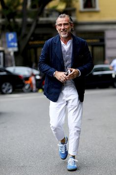 Milan Fashion Weeks 345580971404758118 - 311 attendees photos at Milan Fashion Week Spring Source by johandijohan Milan Fashion Week Street Style, Milan Fashion Weeks, Cool Street Fashion, Older Mens Fashion, Old Man Fashion, Gentleman Style, Italian Fashion, Mens Clothing Styles, Giorgio Armani