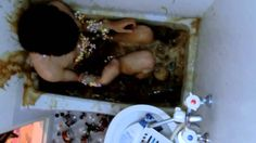 Coca Cola mixed with Mentos mints in a 50 gallon bathtub (AMAZING VIDEO)