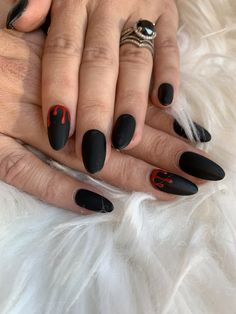A mani for your inner vampire Cute Acrylic Nails, Acrylic Nail Designs, Cute Nails, Pretty Nails, Edgy Nails, Grunge Nails, Stylish Nails, Edgy Nail Art, Cute Halloween Nails