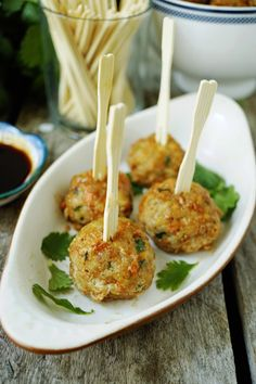 Healthy Turkey Meaballs by easytocookmeals delicious, made with homemade soyfree hoisin sauce, c Healthy Snacks, Healthy Eating, Healthy Recipes, Ground Turkey Meatballs, Paleo, Turkey Recipes, I Love Food, Appetizer Recipes, Appetizers